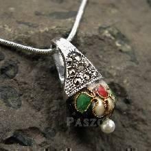จี้ จี้เงินแท้ ตัวเรือนฝังแมกกาไซต์ ประดับ Murano Beads สีดำ