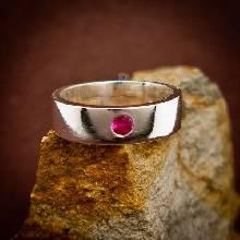 แหวนพลอยทับทิม แหวนเกลี้ยงหน้าเรียบ ฝังพลอย แหวนพลอยสีแดง
