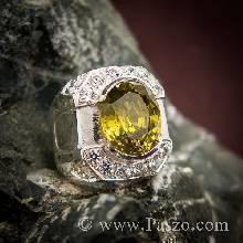 แหวนผู้ชาย ฝังพลอยสีเขียวใบไม้แก่ หรือพลอยเขียวส่อง ประดับด้วยเพชรสวิส น้ำงาม ตัวเรือนแหวนเงินแท้