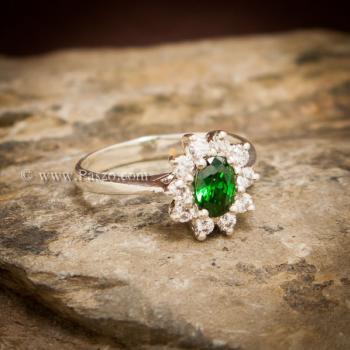 แหวนพลอยสีเขียว ล้อมเพชร พลอยมรกต #2