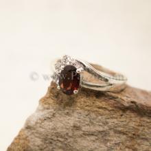 แหวนโกเมน แหวนพลอยสีแดงก่ำ ประดับเพชร แหวนเงินแท้ 925 แหวนขนาดเล็ก