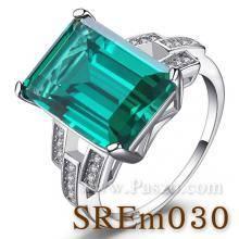 แหวนมรกต แหวนเงินแท้ บ่าเพชรสามแถว ฝังพลอยสีเขียว เม็ดสี่เหลี่ยม บ่าฝังเพชร