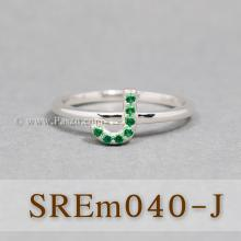 แหวนตัวอักษร แหวนตัวเจ J แหวนเงิน ฝังพลอยสีเขียว แหวนมรกต
