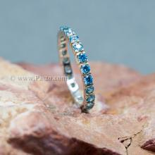 แหวนพลอยสีฟ้า ฝังพลอยเกือบรอบวง แหวนเงินแท้