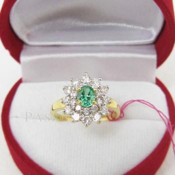 แหวนพลอยสีเขียว พลอยมรกต ล้อมเพชร #3