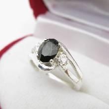 แหวนนิล พลอยสีดำ แหวนเงินฝังนิล ประดับเพชร