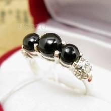 แหวนนิล 3 เม็ด กลม ประดับเพชร