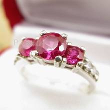 แหวนพลอยทับทิม เม็ดกลม 3เม็ด บ่าแหวนประดับเพชร
