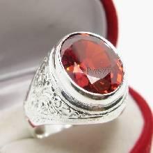 แหวนผู้ชาย ฝังพลอยโกเมน แกะลายไทย แหวนพลอยโกเมน แหวนเงินแท้