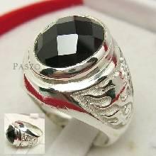 แหวนผู้ชาย ฝังนิล อัญมณีสีดำ ตัวเรือนเงินแท้ สลักสัญญาลักษณ์มังกร