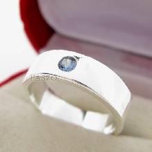 แหวนเกลี้ยง หน้าเรียบขอบตรง ฝังพลอยบลูโทพาซ สีฟ้า ตัวแหวนเงินแท้