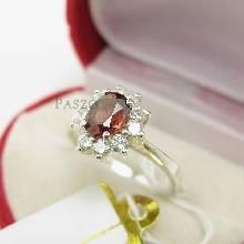 แหวนพลอยโกเมน พลอยสีแดงอมส้ม ล้อมเพชร ตัวแหวนเงินแท้ 925