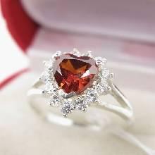 แหวนพลอยโกเมน รูปหัวใจ ล้อมเพชร แหวนเงินแท้ 925