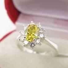 แหวนพลอยบุษราคัม ล้อมเพชร แหวนสีเหลือง แหวนเงินแท้ ขนาดกลาง