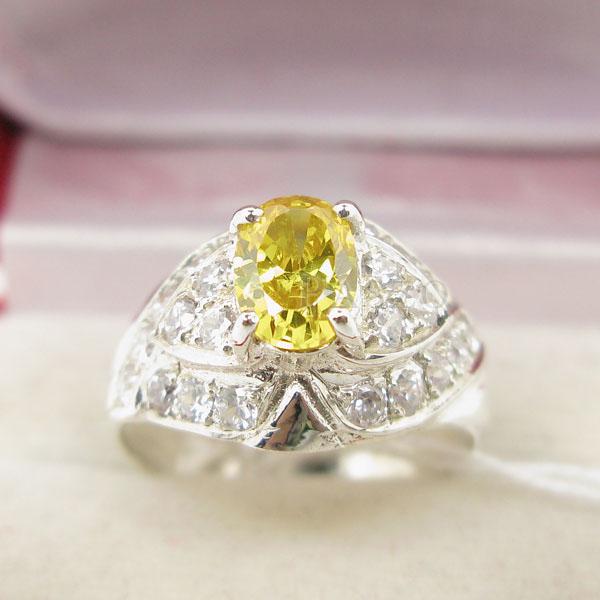 แหวนพลอยบุษราคัม พลอยสีเหลือง ล้อมเพชร #2