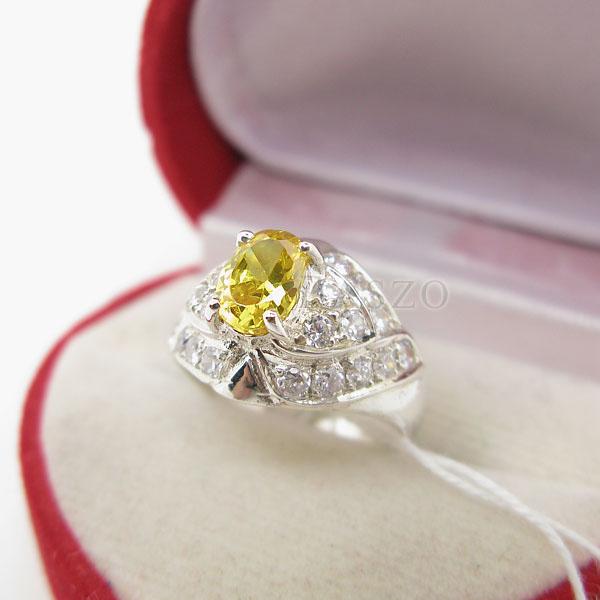 แหวนพลอยบุษราคัม พลอยสีเหลือง ล้อมเพชร #3