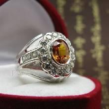แหวนพลอยผู้ชาย ฝังพลอยบุษราคัม สีำแม่โขง ล้อมเพชร ตัวแหวนเงินแท้ 925
