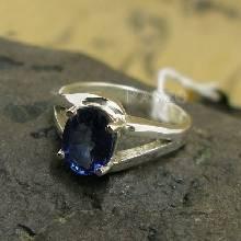 แหวนพลอยไพลิน พลอยสีน้ำเงิน แหวนเงินแท้ 925 ฝังพลอยไพลิน