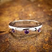 แหวนเกลี้ยง ฝังพลอยอะมิทิสต์ 3 เม็ด  แหวนเงินแท้925 แหวนพลอยสีม่วง