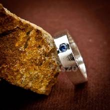 แหวนพลอยไพลิน แหวนเกลี้ยง ฝังพลอยสีน้ำเงิน แหวนเงินแท้