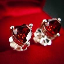 ต่างหูพลอยโกเมน สีแดงก่ำ รูปหัวใจ ต่างหูเงินแท้ ฝังพลอยโกเมน เจียรหัวใจ