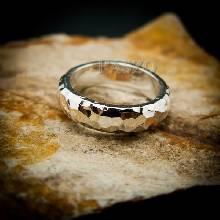 แหวนตอกลายค้อน หน้ากว้าง4มิล แหวนเงินแท้ แหวนหน้าโค้ง แหวนเกลี้ยง