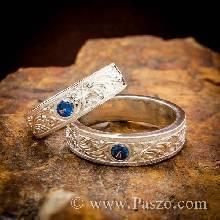 ชุดแหวนคู่ เงินแท้ แกะสลักลายไทยรอบวง ฝังพลอยสีน่ำเงินไพลิน