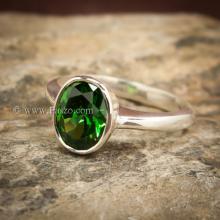 แหวนมรกต แหวนพลอยสีเขียว แหวนเงินแท้ เม็ดเดี่ยว ฝังหุ้ม