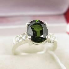 แหวนเงินมรกต  บ่าเพชร พลอยมรกต สีเขียวเข้ม แหวนเงินแท้ 925