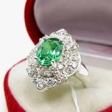 แหวนมรกต แหวนเงิน ล้อมเพชร แหวนพลอยสีเขียว แหวนรุ่นใหญ่