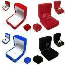 กล่องใส่แหวน กล่องสี่เหลี่ยม นอกและใน กล่องหุ้มกำมะหยี่
