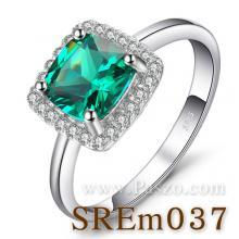 แหวนพลอยสีเขียว เม็ดสี่เหลี่ยม แหวนมรกต ล้อมเพชร แหวนเงินแท้