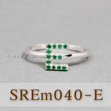 แหวนตัวอักษร แหวนตัวอี E แหวนเงิน ฝังพลอยสีเขียว แหวนมรกต
