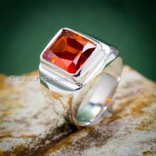แหวนโกเมน แหวนผู้ชาย แหวนผู้ชายเงินแท้ แหวนเงิน พลอยสีแดงเข้ม เม็ดสี่เหลี่ยม