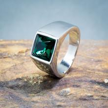 แหวนผู้ชาย แหวนสแตนเลส พลอยสีเขียว