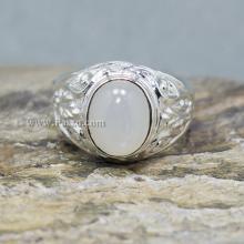 แหวนเงินผู้ชาย แหวนทรงมอญแกะลาย พลอยมูนสโตนหรือมุกดาหาร