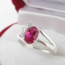 แหวนพลอยทับทิม แหวนเงินแท้ฝังพลอยสีแดง ประดับเพชร 3 เม็ด