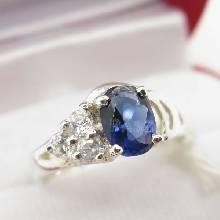 แหวนไพลิน แหวนเงินแท้ ฝังพลอยไพลิน พลอยสีน้ำเงิน บ่าฝังเพชร