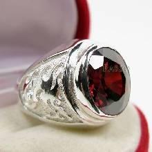 แหวนโกเมน แหวนผู้ชาย พลอยโกเมน พลอยสีแดงแก่ก่ำ แหวนสัญลักษณ์มังกร
