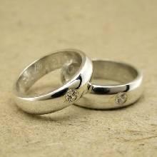 แหวนคู่รัก แหวนเกลี้ยงเงินแท้ หน้าโค้งมนขอบตรง ฝังเพชรน้ำงาม1เม็ด