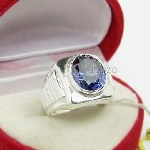 แหวนผู้ชาย ฝังพลอยไพลิน พลอยสีน้ำเงิน แหวนผู้ชายเงินแท้ แหวนทรงสี่เหลี่ยม