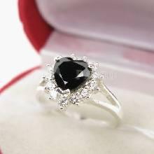 แหวนเงิน ฝังนิลแท้ รูปหัวใจ ล้อมเพชร แหวนนิล