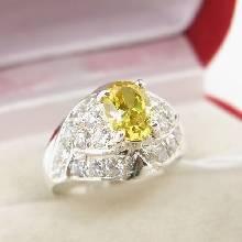 แหวนพลอยบุษราคัม พลอยสีเหลือง ล้อมเพชร ตัวแหวนเงินแท้
