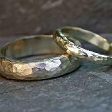 แหวนเงินคู่รัก 1 ชุด มี 2 วง แหวนเงินหน้าโค้ง ลายค้อนทุบ แหวนเงินแท้ 925